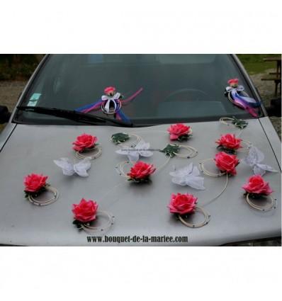 Décoration voiture pour mariage papillon et roses fuchsia et bleu roi
