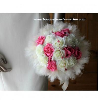 Bouquet de mariée Rond ivoire et fuchsia avec Roses, Plumes, Perles
