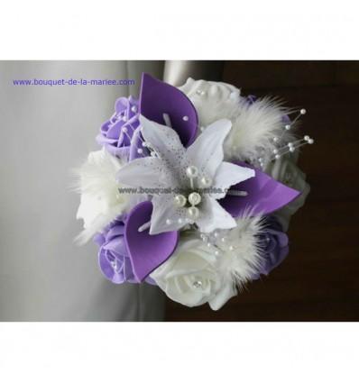 Bouquet demoiselle d'honneur arums parme avec plumes et perles