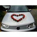 Décoration de voiture de mariage avec un Grand Cœur de roses