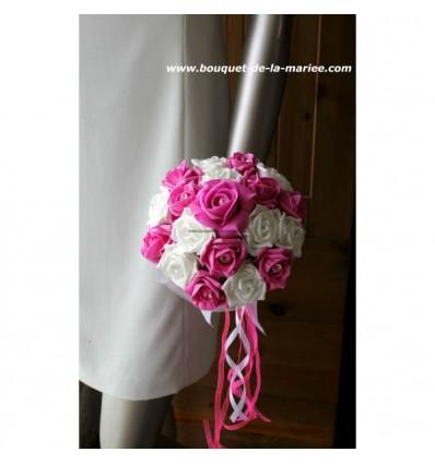 Bouquet de mariée Rond thème ivoire, fuchsia avec des diamants