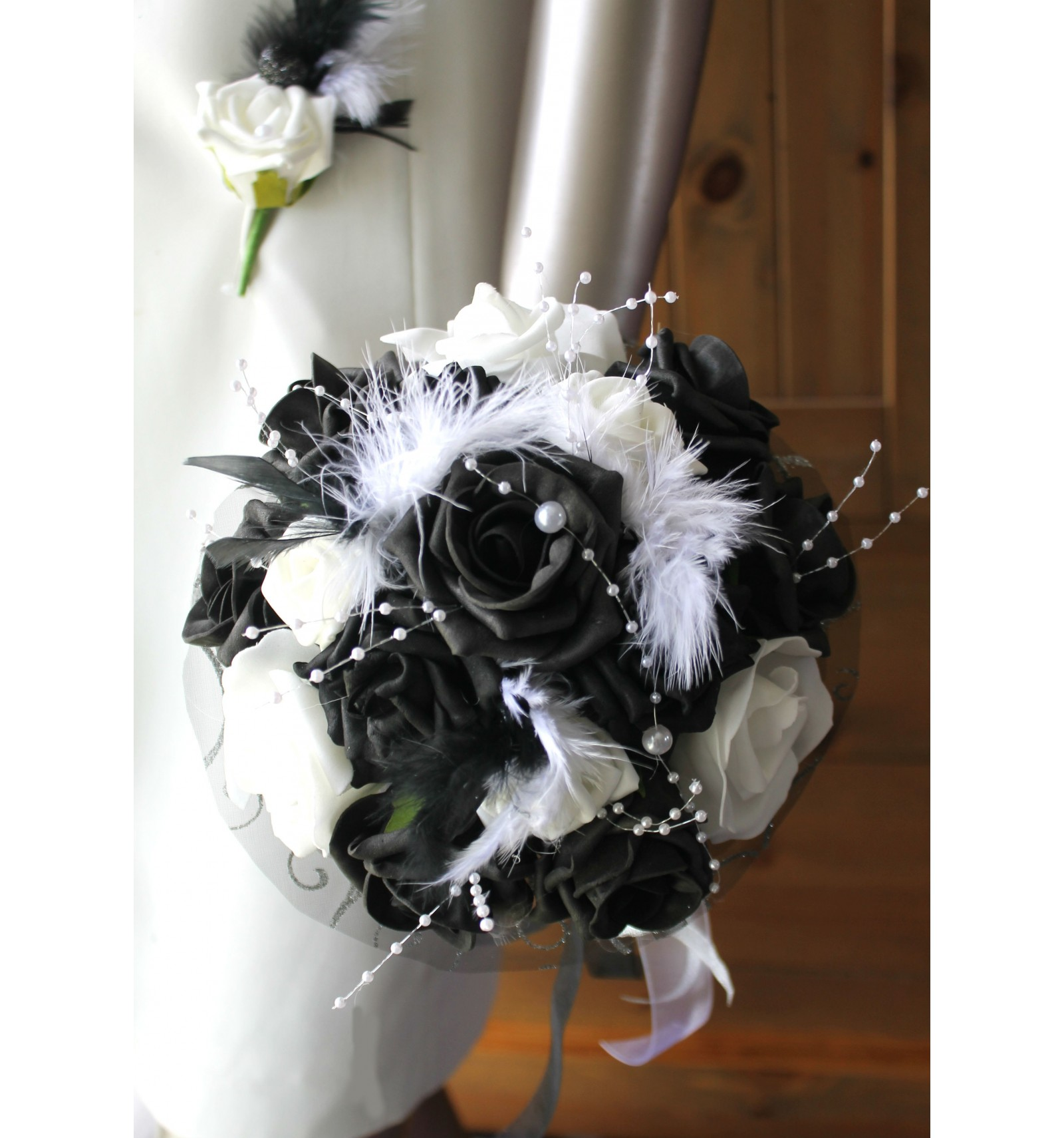 bouquet de mari e noir et blanc avec roses perles strass. Black Bedroom Furniture Sets. Home Design Ideas