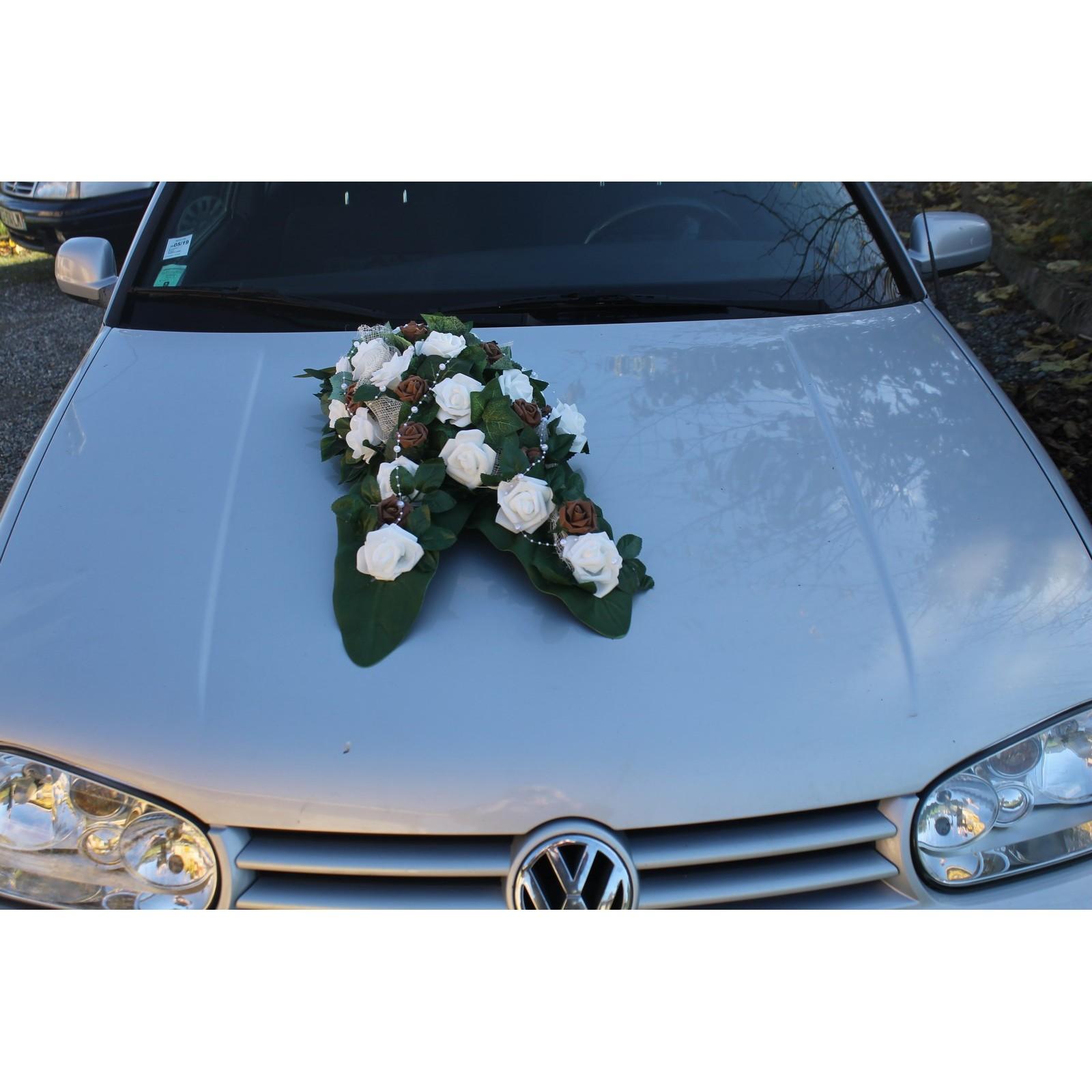 d co voiture de mariage th me chocolat avec des roses bouquet de la mariee. Black Bedroom Furniture Sets. Home Design Ideas