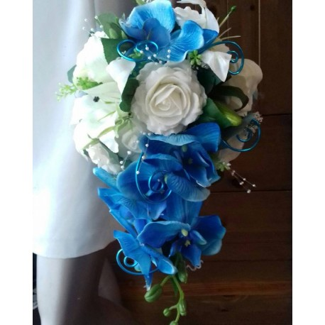 bouquet de mariage tombant roses orchid es blanc turquoise bouquet de la mariee. Black Bedroom Furniture Sets. Home Design Ideas