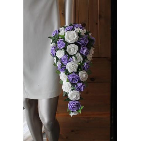 Bouquet mariage cascade parme, blanc avec roses, diamants, lierre