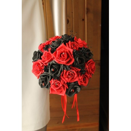 Bouquet de mariée Rond Rouge et Noir orné des perles et strass