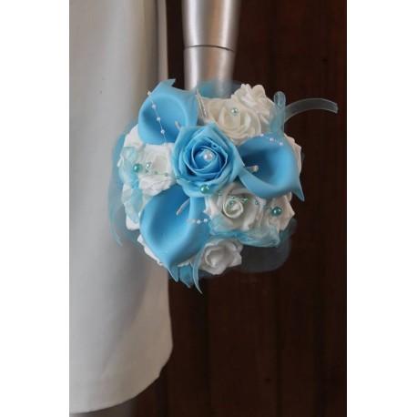 Bouquet Demoiselle d'honneur arums bleu et blanc perles