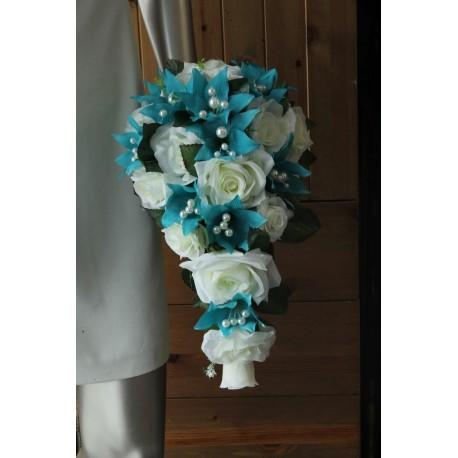 Bouquet tombant de mariage thème turquoise ivoire roses, lys, perles