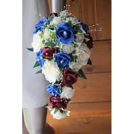 bouquet mariage cascade th me bleu bordeaux avec de belles roses bouquet de la mariee. Black Bedroom Furniture Sets. Home Design Ideas