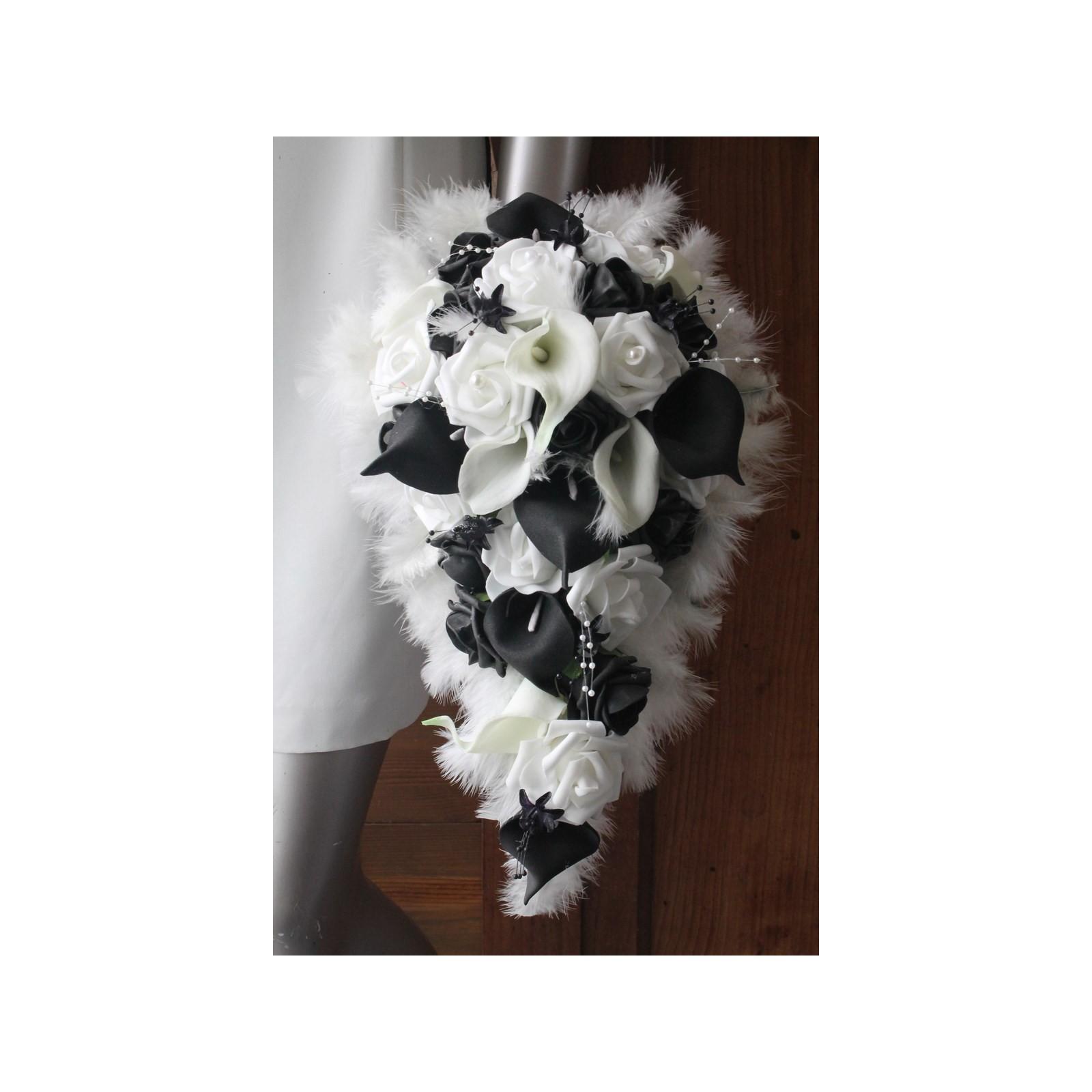 bouquet de mariée cascade avec des arums noir, bordeaux, fushia