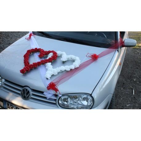 Décoration voiture mariage coeurs et tulle rouge