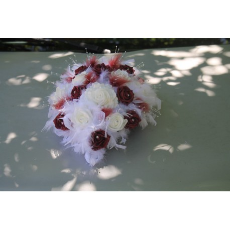 Décoration voiture mariage mariées rose, diamants et plumes