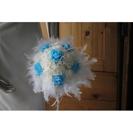 Bouquet de mariée bleu et blanc avec plumes