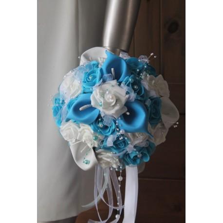 Bouquet Mariée arums turquoise et blanc orné des perles
