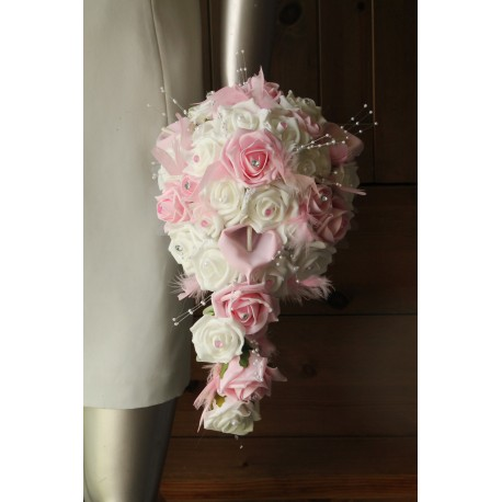 Bouquet rose tendre perles arums roses