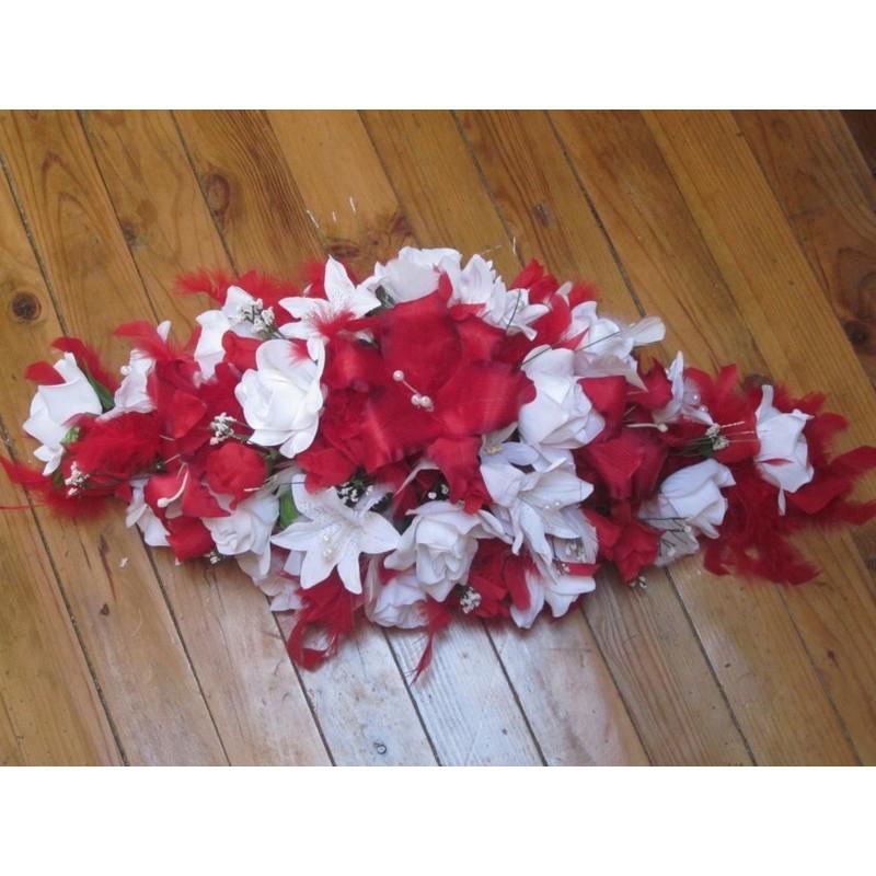 d coration voiture mariage magnifique avec lys et plumes bouquet de la mariee. Black Bedroom Furniture Sets. Home Design Ideas