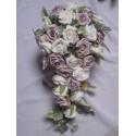 """Bouquet de Mariage """"Chloe"""" fait avec des roses, feuilles et diamants"""