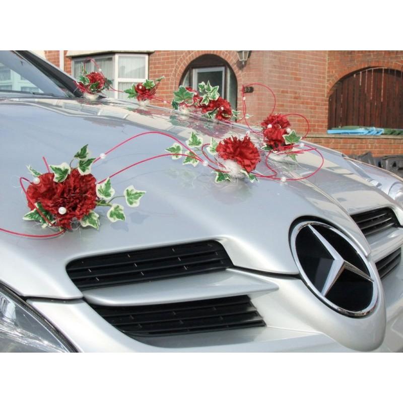 d coration voiture de mariage avec des illets et du rotin rouge bouquet de la mariee. Black Bedroom Furniture Sets. Home Design Ideas