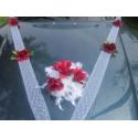 Décoration de voiture pour mariage thème roses bordeaux ou rouge