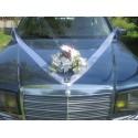 Décoration de la voiture de mariée avec des roses,choix des couleurs!