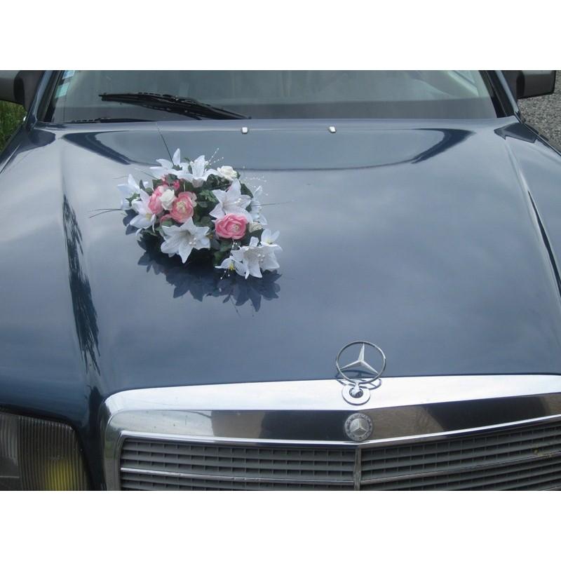 d coration voiture de mariage fait avec des lys et renoncules bouquet de la mariee. Black Bedroom Furniture Sets. Home Design Ideas