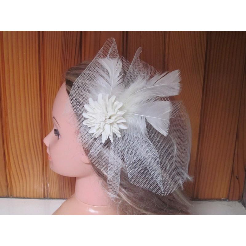 peigne cheveux pour mariage avec des plumes et fleurs ivoire bouquet de la mariee. Black Bedroom Furniture Sets. Home Design Ideas