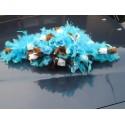 Décoration de table et voiture pour mariage avec de belles plumes